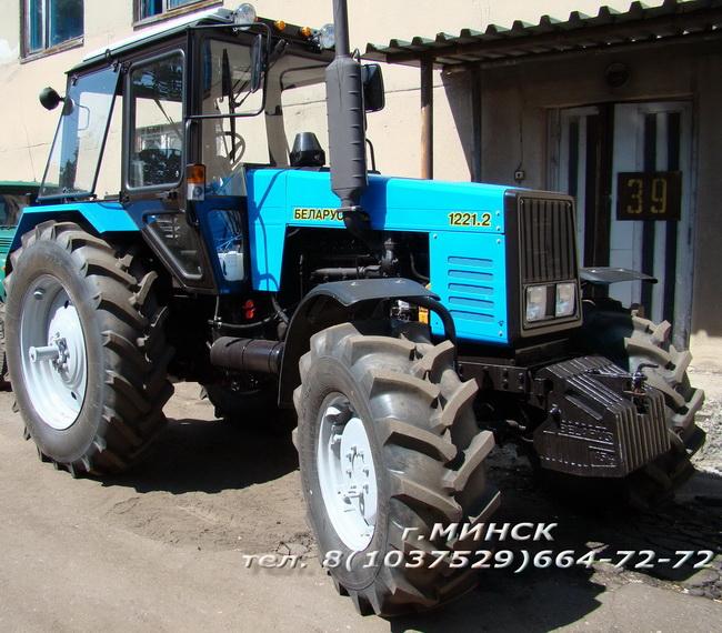 МТЗ-1221.2 трактор сельскохозяйственный в комплекте с фронтальным погрузчиком и (или) бульдозерным, коммунальным отвалом.