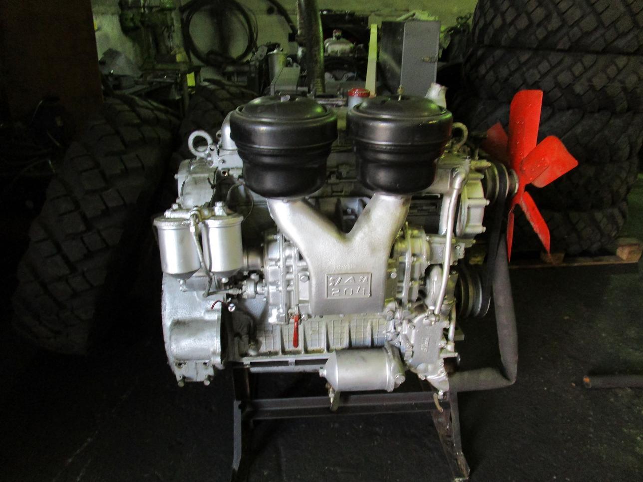 Двигатель ЯаЗ-204 с хранения