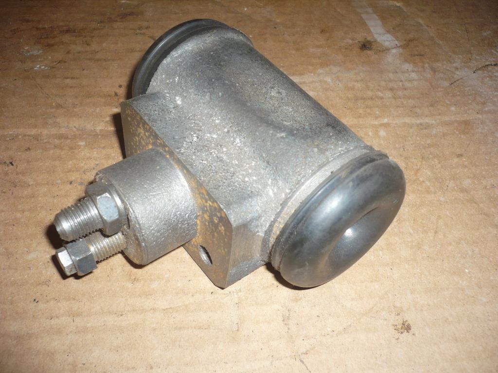 Цилиндр рабочий тормозной ДЗ-143, 180
