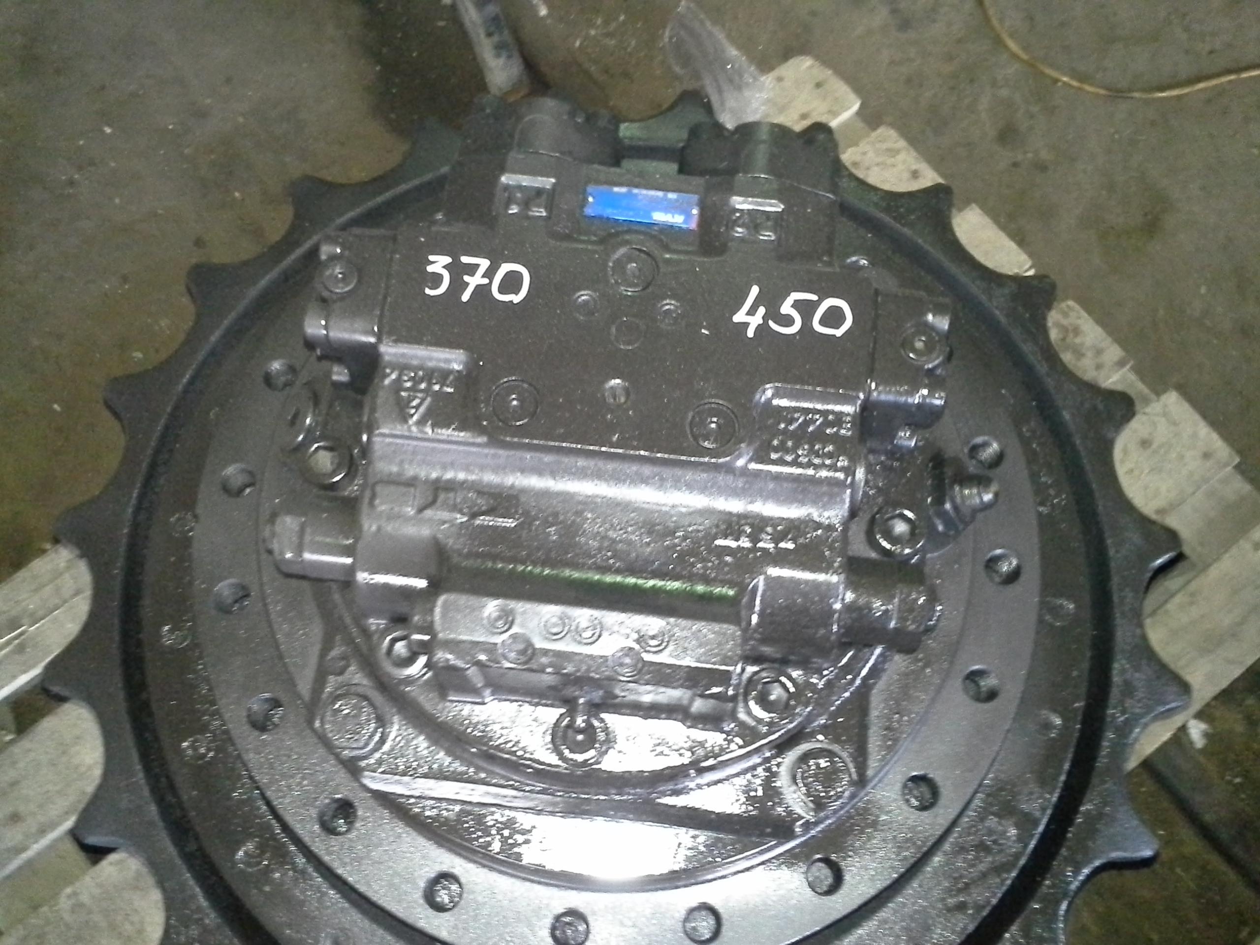 Продам Б/у редуктор хода с разборки экскаваторов Hitachi zx370 zx450