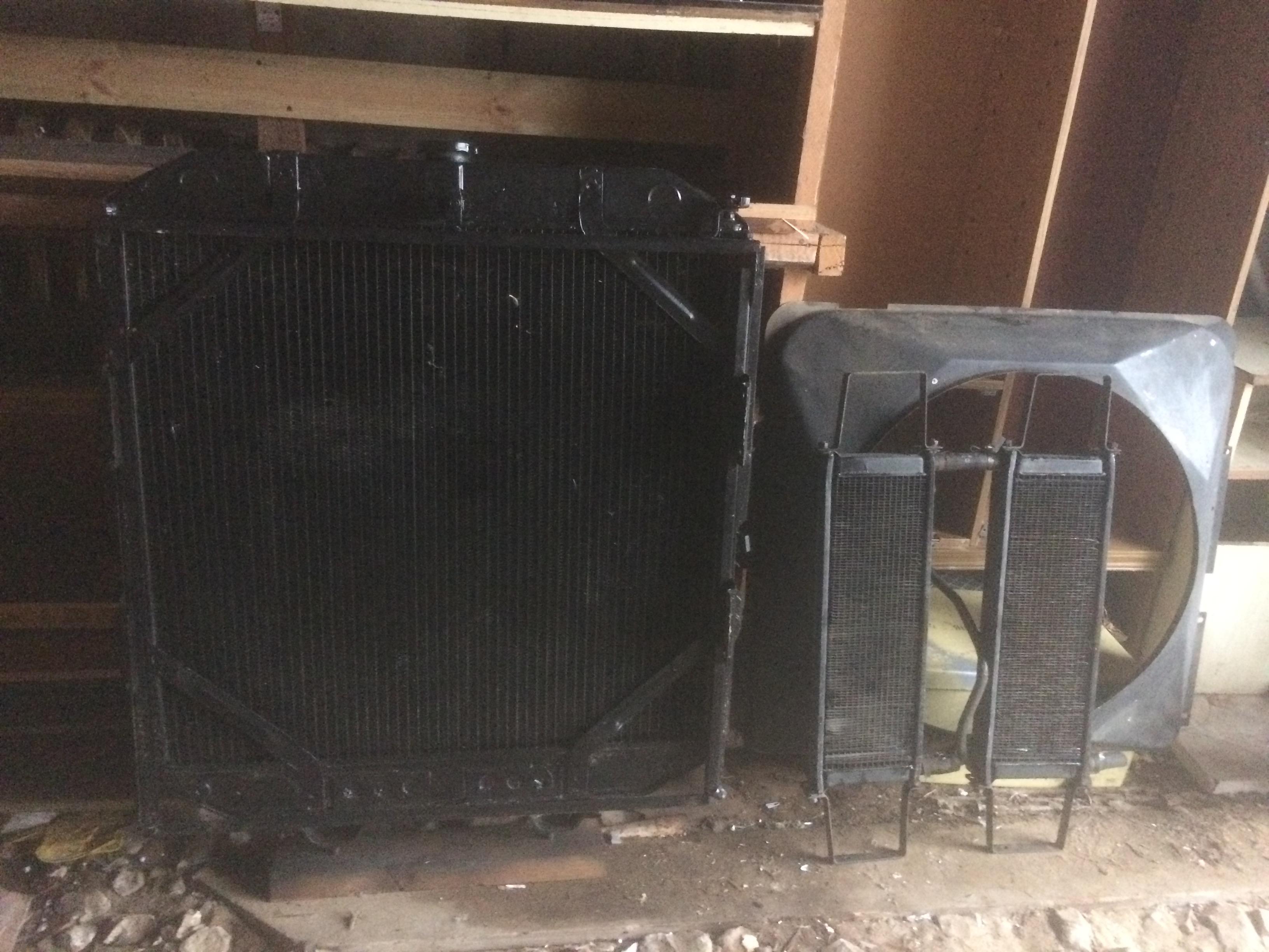 Радиатор Краз-255  с кожухом вентилятора и масляными радиаторами в сборе.