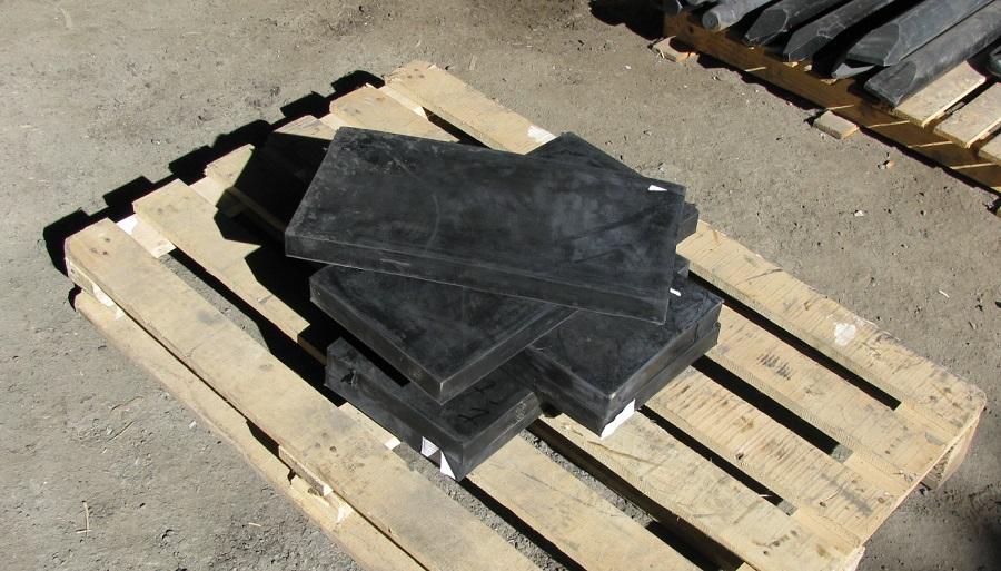 Резина на отвал снегоуборочный для трактора автогрейдера